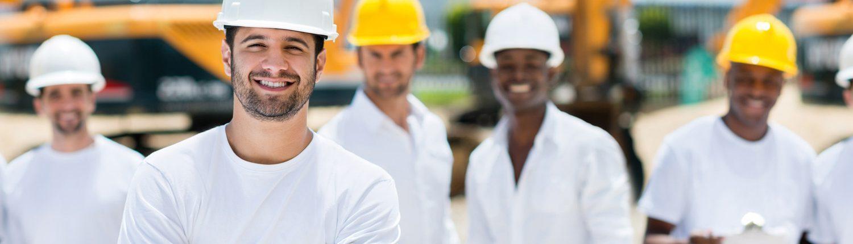 Groupe d'homme qui travail sur un chantier